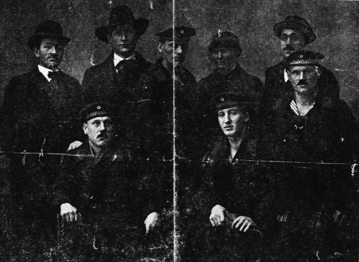 Danske revolutionære 1918. Marie Nielsen i midten bagerst. Thøger Thøgersen er ham med hatten